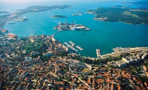 640px-Pula_Aerial_View